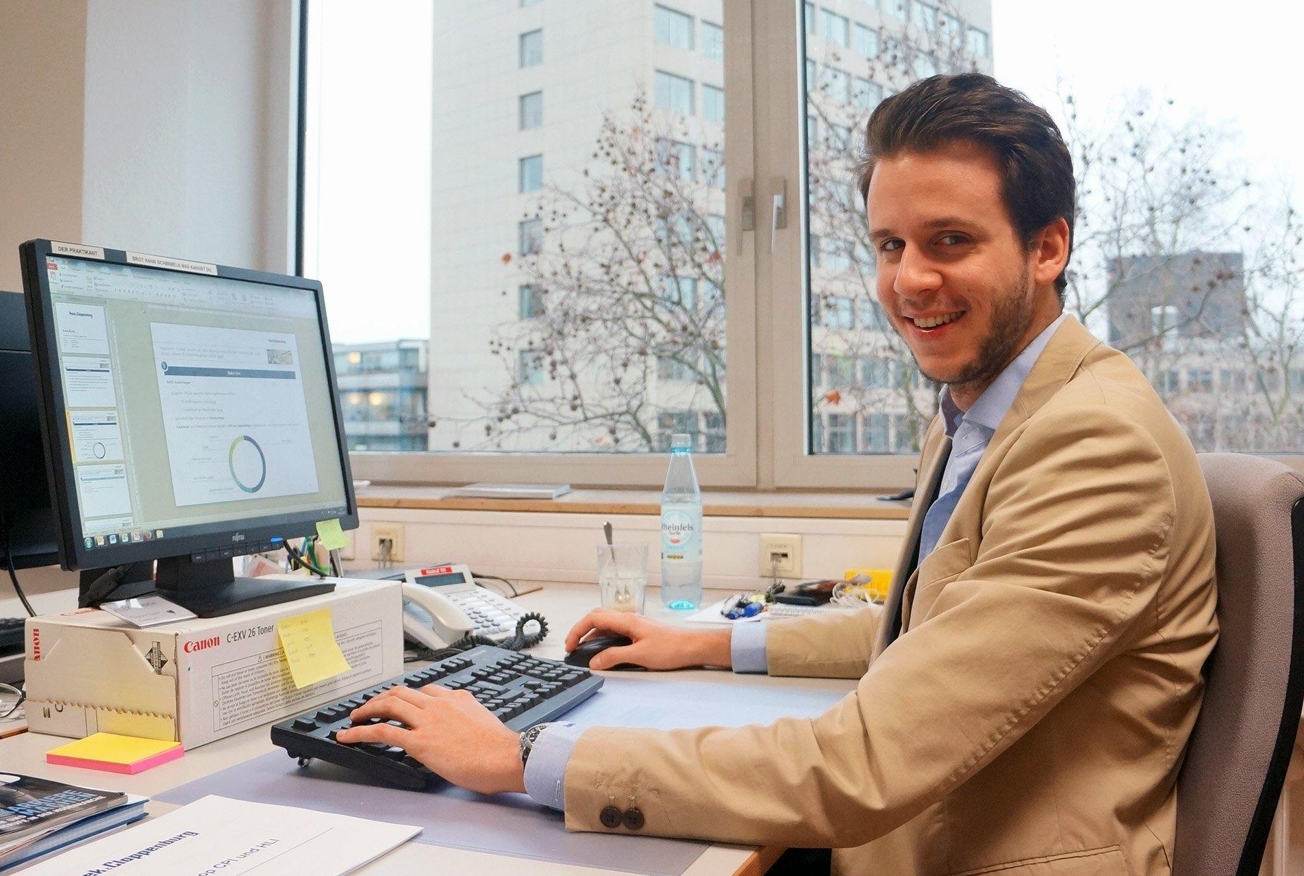 alexander kaden hat international business in maastricht studiert und whrenddessen ein sechsmonatiges praktikum bei peek cloppenburg absolviert - Peek Und Cloppenburg Bewerbung