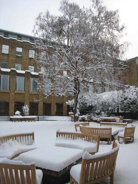 London Business School Innenhof im Winter LBS